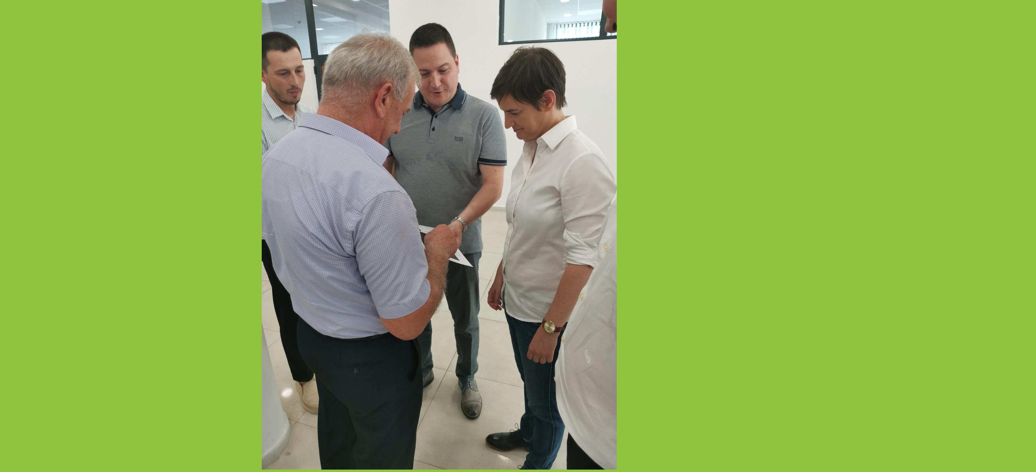 Посета премијерке и министра просвете школи у Дољевцу
